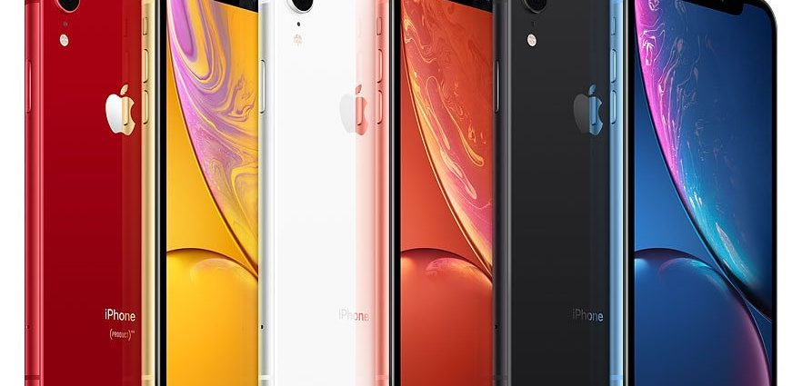 iphone xr select 2019 family 882x425 - Why You Should Get An iPhone